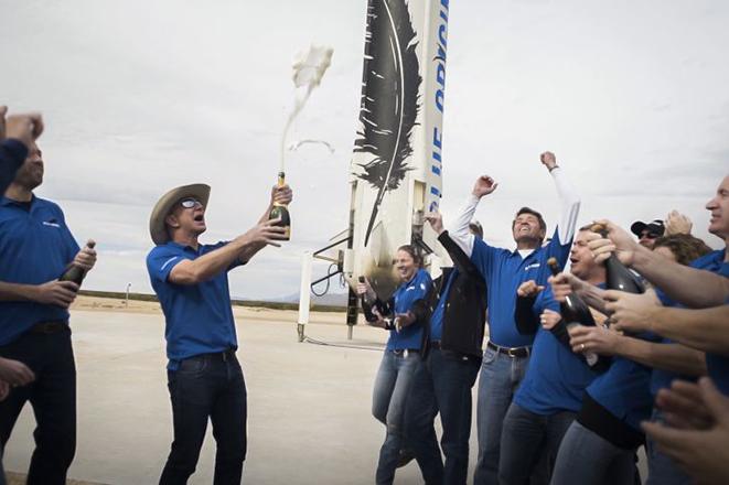 Η διαστημική νίκη του Τζεφ Μπέζος έναντι του Έλον Μασκ