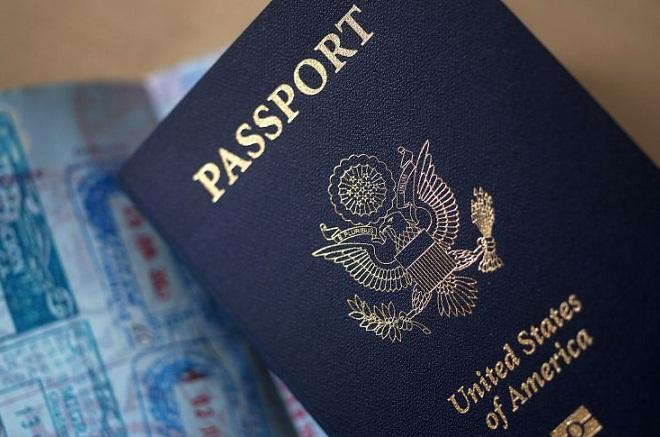 Πληρώστε τους φόρους σας ή ξεχάστε το διαβατήριό σας