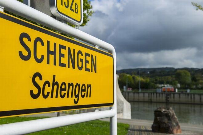 Κομισιόν: Να παραμείνει η ζώνη Σένγκεν και να βοηθηθεί η Ελλάδα