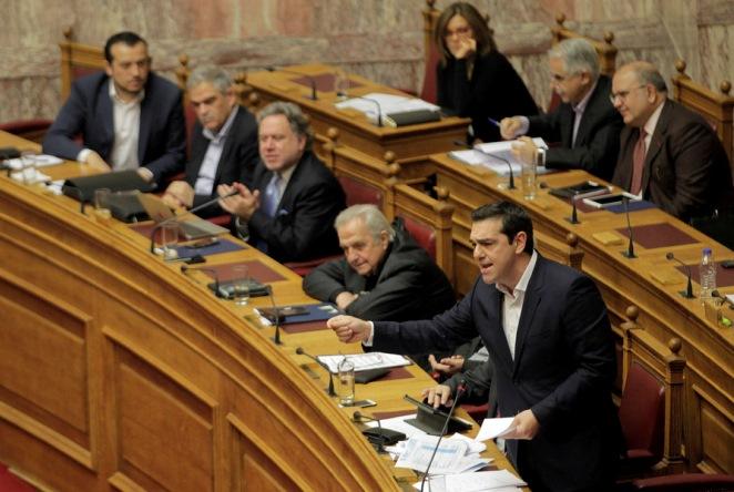 Μετωπική Τσίπρα-Μπακογιάννη στη Βουλή για τις τράπεζες