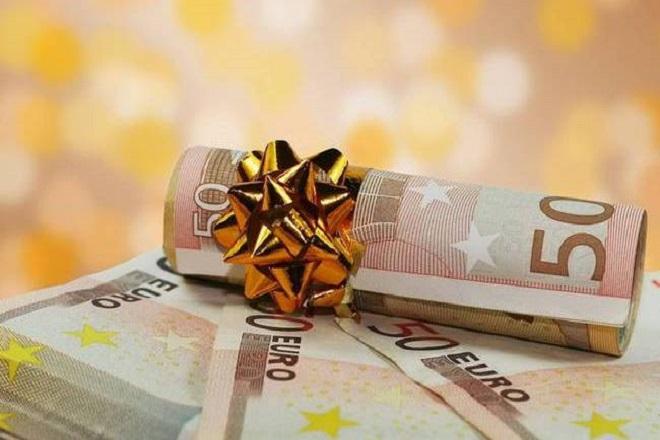 Την Παρασκευή η καταβολή δώρου Χριστουγέννων και επιδομάτων ΟΑΕΔ