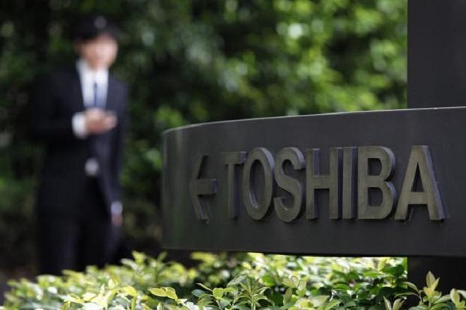 Η Toshiba «βλέπει» μαζικές απώλειες 4,5 δισ. για το 2015