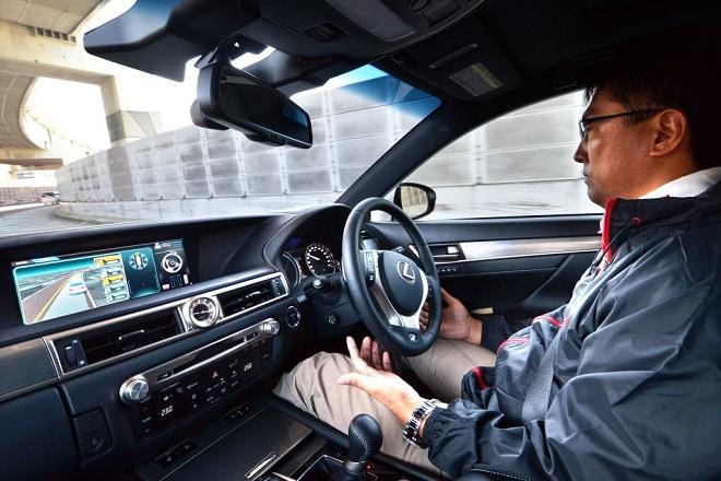 Η Toyota θέλει να κάνει πραγματικότητα την αυτο-οδήγηση