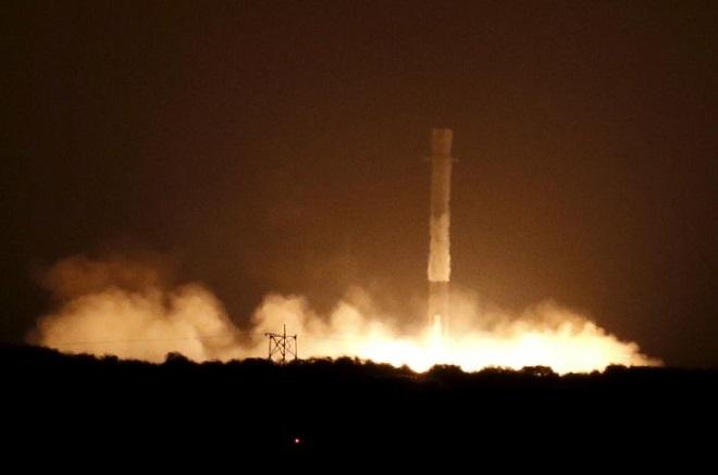 H SpaceX γράφει ιστορία: Eκτόξευσε με επιτυχία πύραυλο στο διάστημα
