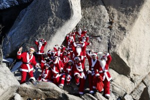 epa05076042 A picture made available on 20 December 2013 shows Ssenggom rock climbing club captain Park Chang-Yong (R) and South Korean club members wearing Santa Claus costumes while rock-climbing during an event in the Christmas holiday season on Dobong mountain near Seoul, South Korea, 19 December 2015.  EPA/JEON HEON-KYUN