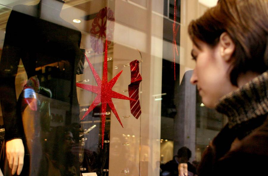 Ποιες μέρες και ώρες θα παραμείνουν ανοιχτά τα καταστήματα στις γιορτές