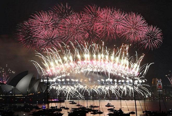 Πρωτοχρονιά με πυροτεχνήματα και μέτρα ασφαλείας