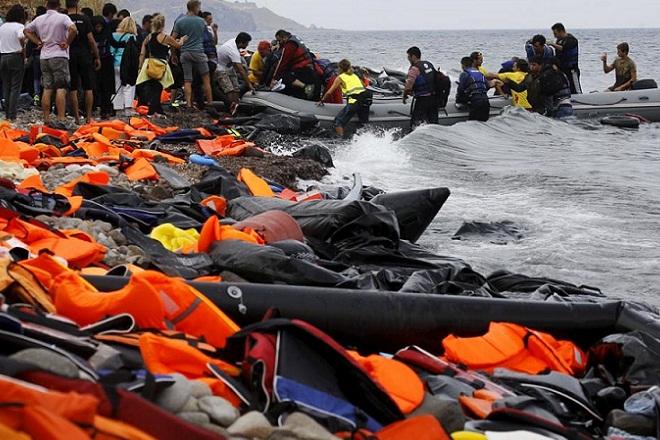 Μυτιλήνη: Χρηστικά αντικείμενα από σωσίβια και πλαστικές βάρκες μεταναστών και προσφύγων