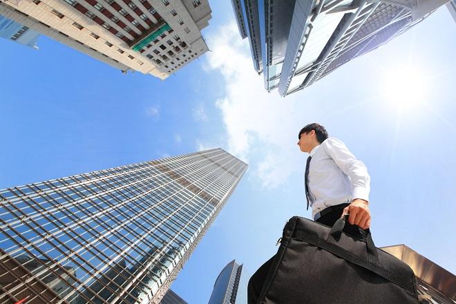 Εκατό εταιρείες που προσλαμβάνουν προσωπικό τώρα