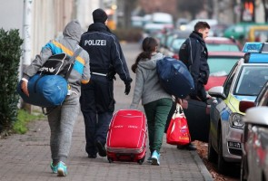 epa05039910 Police escorts rejected asylum seekers to the airport in Leipzig, Germany, 24 November 2015. The rejected asylum seekers were brought directly to Leipzig airport to be deported on a charter flight to Serbian capital Belgrade.  EPA/SEBASTIAN WILLNOW