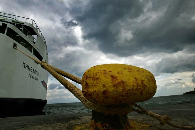 Δεμένα τα πλοία στα λιμάνια λόγω της απεργίας της ΠΝΟ
