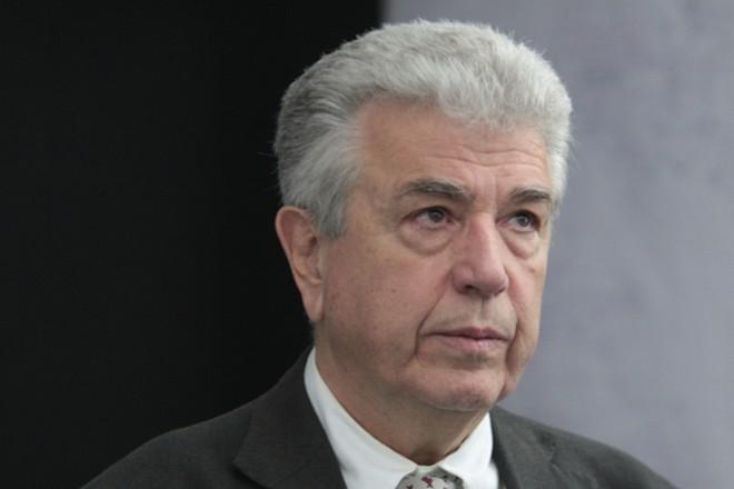 Ο πρόεδρος και διευθύνων σύμβουλος της ΔΕΗ, Εμμανουήλ Παναγιωτάκης, βρίσκεται στο Κέντρο Ελέγχου Ενέργειας του ΑΔΜΗΕ, στο Κρυονέρι, Κυριακή 12 Απριλίου 2015. Το Κέντρο Ελέγχου Ενέργειας του ΑΔΜΗΕ στο Κρυονέρι επισκέφθηκε ο υπουργός Παραγωγικής Ανασυγκρότησης, Περιβάλλοντος και Ενέργειας, Παναγιώτης Λαφαζάνης, για να ευχηθεί Καλό Πάσχα στους εργαζόμενους του Κέντρου και σε όλους τους εργαζόμενους στον Όμιλο της ΔΕΗ. ΑΠΕ-ΜΠΕ/ ΑΠΕ-ΜΠΕ/ ΠΑΝΤΕΛΗΣ ΣΑΪΤΑΣ