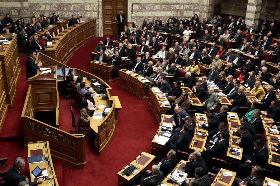 Η κυβέρνηση επαναφέρει στη βουλή το «παράλληλο πρόγραμμα»
