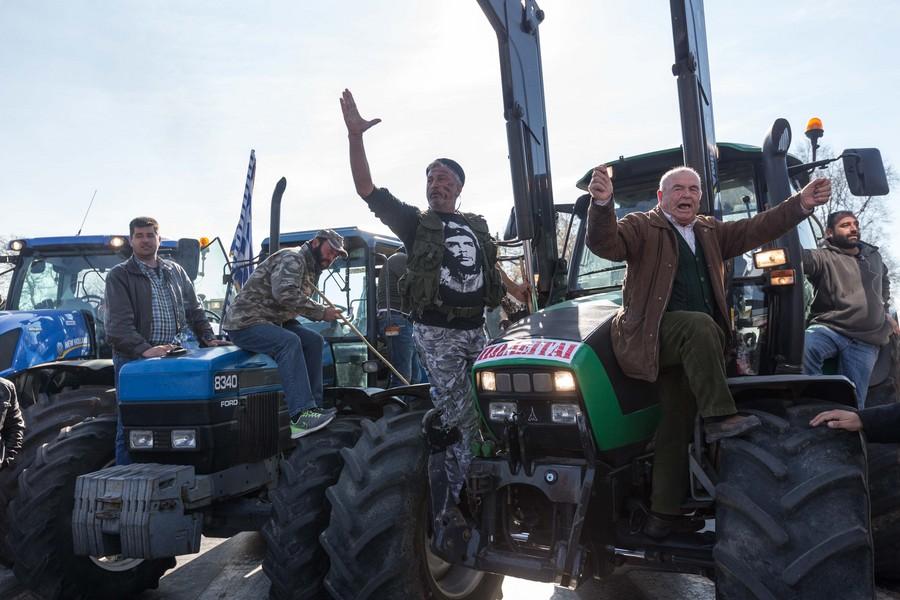 Ακυρώθηκαν τα εγκαίνια της έκθεσης Agrotica μετά από συγκρούσεις αγροτών με την αστυνομία
