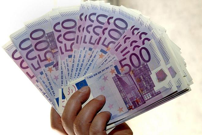 Πώς η τρομοκρατία «σκοτώνει» το χαρτονόμισμα των 500 ευρώ