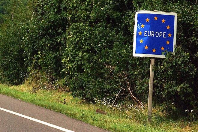 Γερμανία: Απειλούν ξανά την Ελλάδα με προσωρινή αποπομπή από τη Ζώνη Σένγκεν