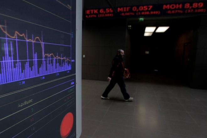 Ήπια πτώση στο Χρηματιστήριο υπό την πίεση των ρευστοποιήσεων των τραπεζικών μετοχών