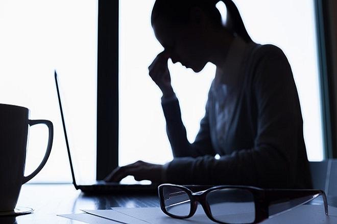 AkankashaD-Sep2014-Woman-Depressed-Shutterstock