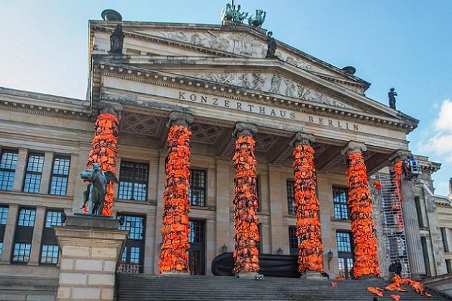 Στην «καρδιά» του Βερολίνου 14.000 σωσίβια από τη Λέσβο