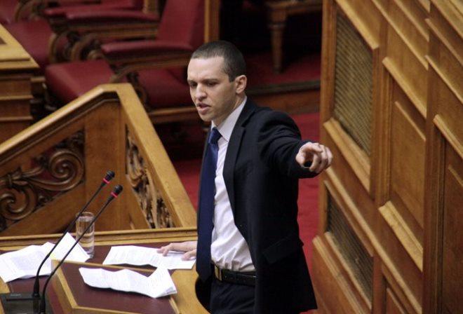 Ο Κασιδιάρης βιντεοσκοπούσε τις αθλιότητες του στη Βουλή