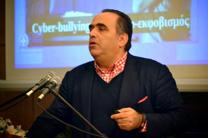 Μαζεύουν υπογραφές για να μείνει ο Μανώλης Σφακιανάκης στη Δίωξη Ηλεκτρονικού Εγκλήματος