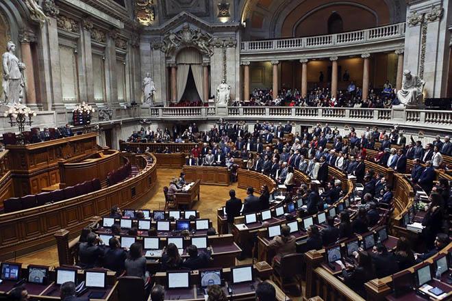 Μετά την Ελλάδα και η Πορτογαλία ζητά επαναδιαπραγμάτευση του χρέους της
