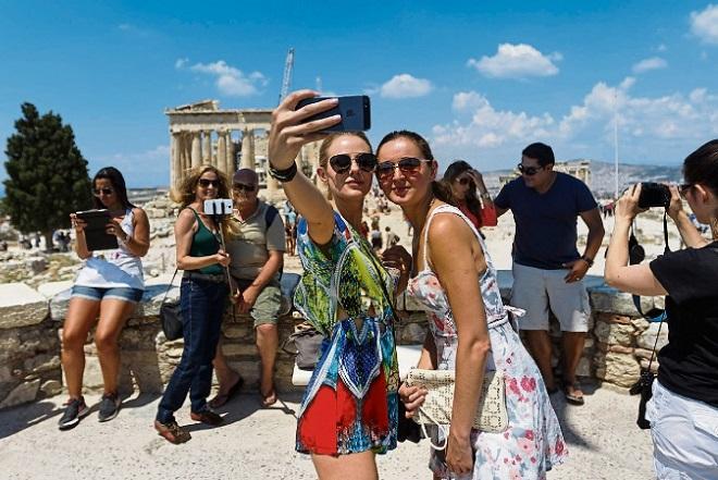 Τα 23,6 εκατομμύρια έφθασε ο αριθμός των τουριστών το 2015