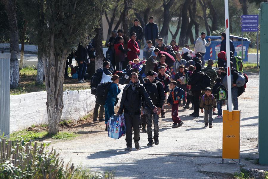 Μεταναστευτικό: Επιχείρηση εκτόνωσης στα νησιά από την κυβέρνηση