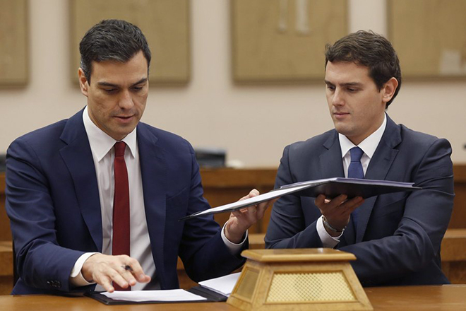 Οι Ισπανοί Σοσιαλιστές συμφώνησαν για κυβέρνηση αλλά το αδιέξοδο παραμένει