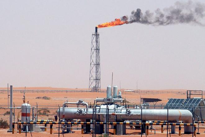 Βουτιά 5% στις τιμές του πετρελαίου καθώς ο ΟΠΕΚ αποφασίζει για μείωση της παραγωγής
