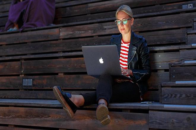 Το διαδίκτυο και οι ηλεκτρονικές πλατφόρμες αλλάζουν τις εργασιακές σχέσεις