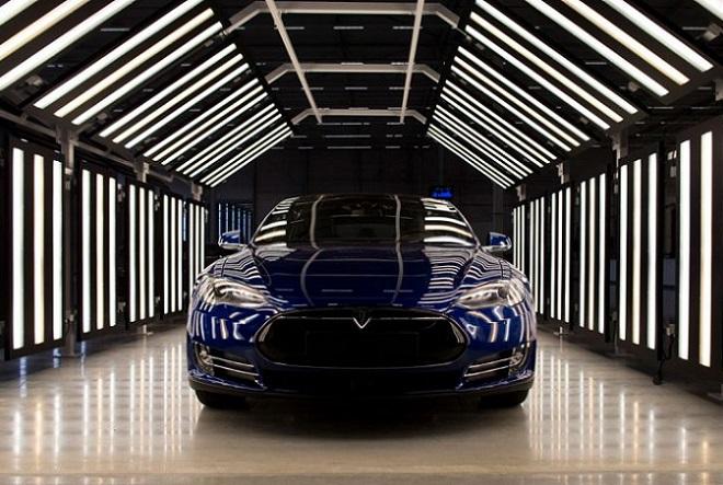 Η Tesla θα ρυμουλκεί πλέον αυτοκίνητα για 500 μίλια
