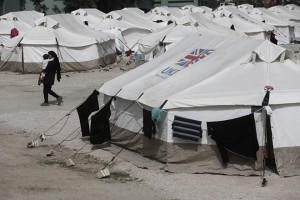 Μετανάστες που έχουν φτάσει από τα νησιά του Αιγαίου, φιλοξενούνται στο παλιό στρατόπεδο στο Σχιστό, που έχει μετατραπεί σε ανοιχτό κέντρο φιλοξενίας, Σχιστό, Δευτέρα 29 Φεβρουαρίου 2016. ΑΠΕ-ΜΠΕ/ΑΠΕ-ΜΠΕ/ΓΙΑΝΝΗΣ ΚΟΛΕΣΙΔΗΣ