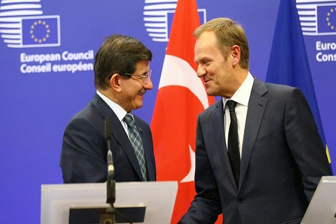 FT: Πιο κοντά στη συμφωνία ΕΕ-Τουρκίας για τους πρόσφυγες στην Ελλάδα