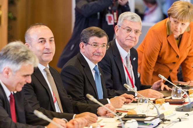 «Φωτιά» στις διαπραγματεύσεις βάζει η Τουρκία