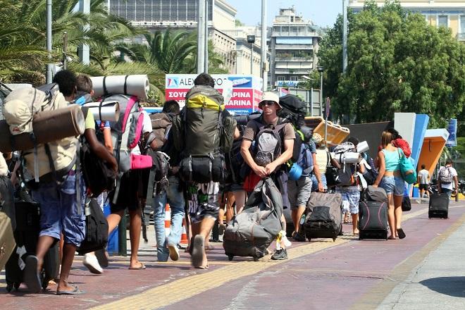 Αύξηση τουριστικών εσόδων και 25 εκατ. επισκέπτες προβλέπει φέτος ο ΣΕΤΕ