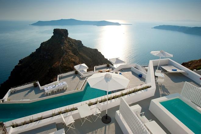 Νέος άνεμος πνέει στο Grace Santorini