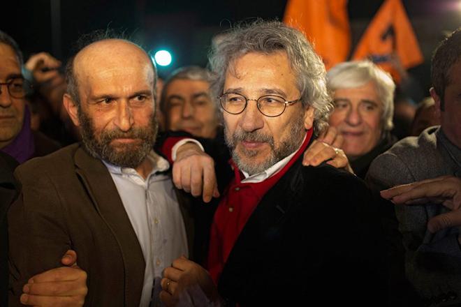 Ξεκινά η δίκη των δύο Τούρκων δημοσιογράφων για τις αποκαλύψεις κατά του Ερντογάν