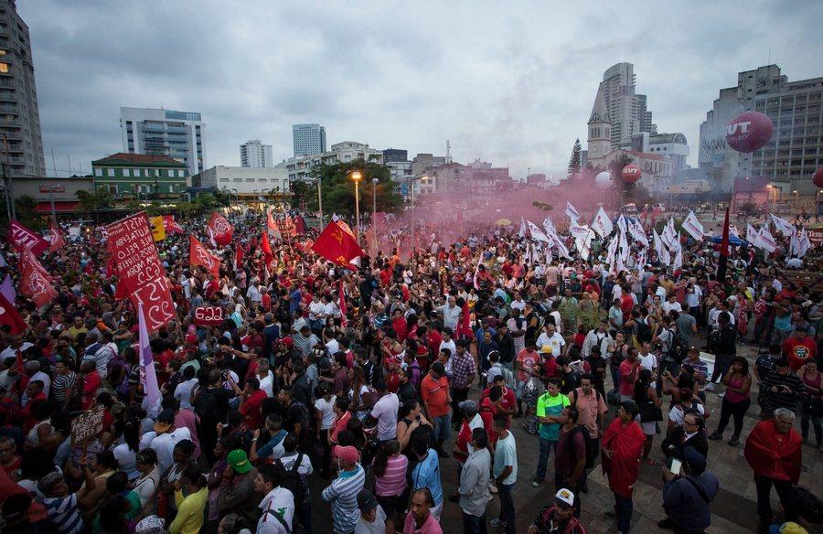 Ο στρατός της Βραζιλίας δηλώνει ότι θα σεβαστεί το Σύνταγμα