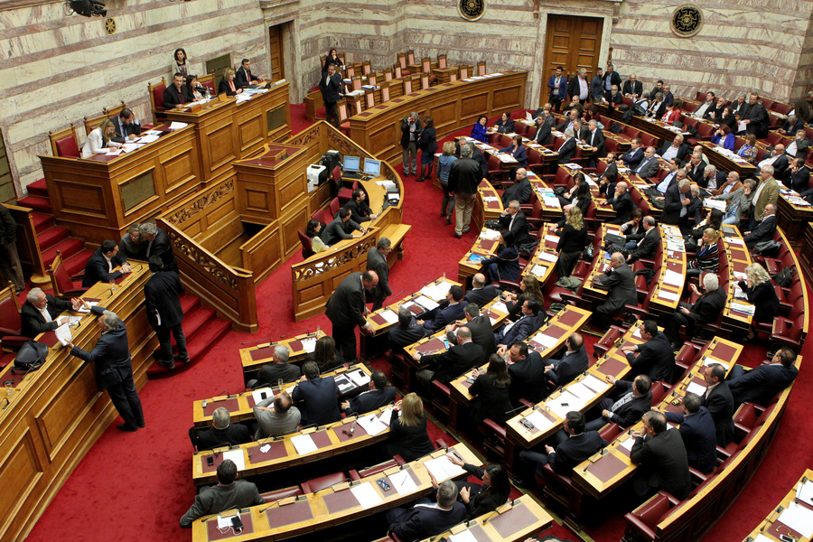 Στη βουλή το πολυνομοσχέδιο χωρίς τον «κόφτη»