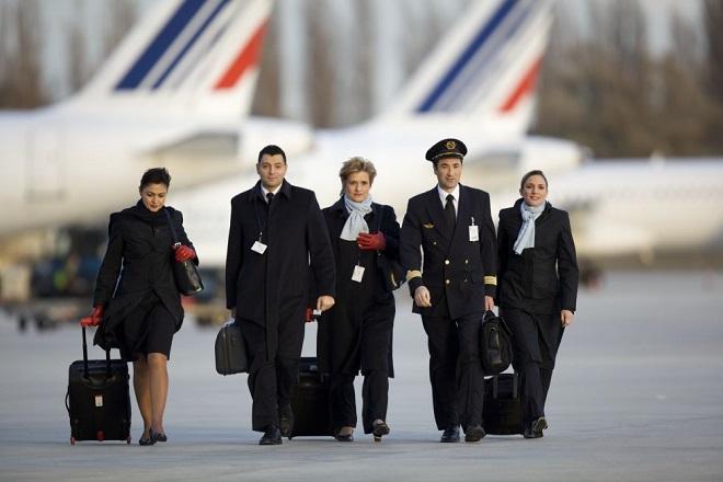 Γιατί οι αεροσυνοδοί της AirFrance αρνούνται να φορέσουν μαντίλα
