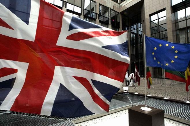 Guardian: Η λέξη Grexit ψιθυρίζεται ξανά
