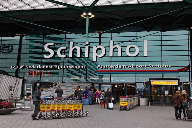 Άνδρα με μαχαίρι εξουδετέρωσε η αστυνομία στο αεροδρόμιο του Άμστερνταμ