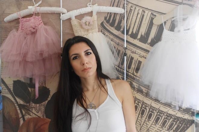 Η Αγγελική Αμπαζοπούλου μιλά για την Vintage Soul και τα χειροποίητα παιδικά  ρούχα που έχουν αποκτήσει οπαδούς σε όλο τον κόσμο. c54f63fa5b0