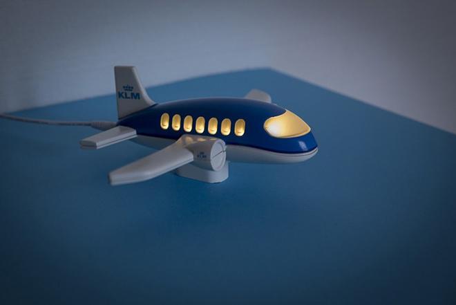 Ένα αεροπλανάκι μετρά το χρόνο αντίστροφα μέχρι να γυρίσουν οι αγαπημένοι σας απ' το ταξίδι τους
