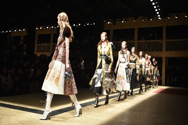 Ποιον κατηγορούν οι Prada και Louis Vuitton για τις «φτωχές» πωλήσεις τους