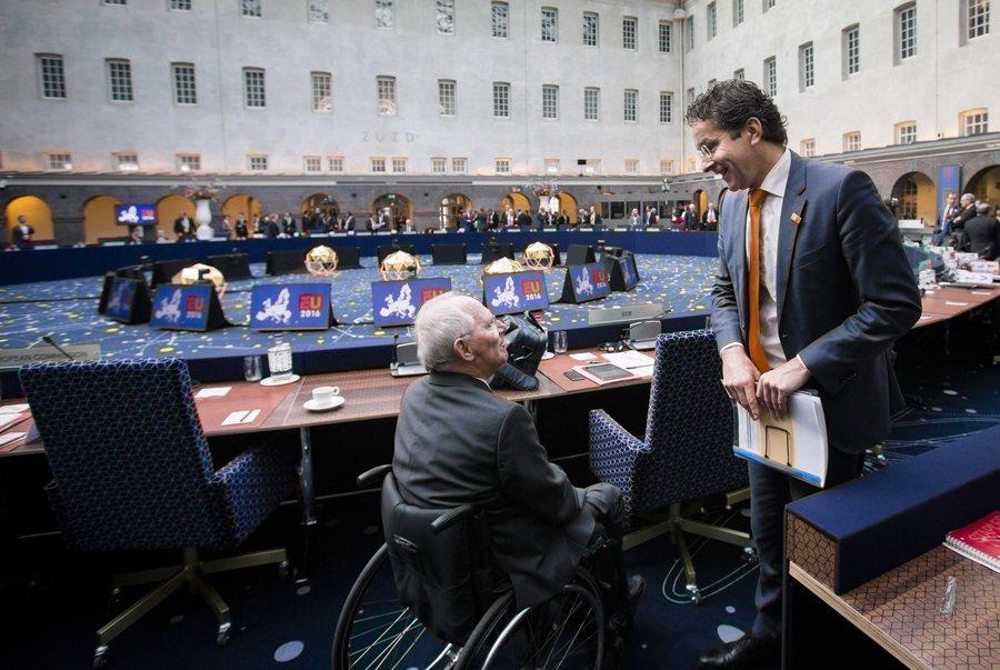Le Monde: Μια εβδομάδα περιθώριο για χρέος και μεταρρυθμίσεις