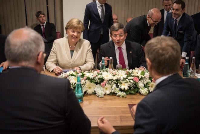 Προσφυγικό: Τι ζητάει η Τουρκία για να μην «τινάξει στον αέρα» τη συμφωνία με την ΕΕ