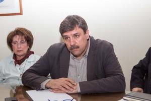 Ο υπουργός Υγείας Ανδρέας  Ξανθός μιλάει με μέλη του συλλόγου καρκινοπαθών κατά την διάρκεια της συνάντησης του στο Θεαγένειο νοσοκομείο στην Θεσσαλονίκη, Παρασκευή 8 Απριλίου 2016. ΑΠΕ ΜΠΕ/PIXEL/ΣΩΤΗΡΗΣ ΜΠΑΡΜΠΑΡΟΥΣΗΣ