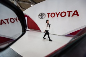 epa05144105 An employee walks past a Toyota logo at the company's showroom in Tokyo, Japan, 05 February 2016.  Strong US sales and cost-cutting pushed carmaker Toyota Motor Corp's net profit up by 4.7 per cent to 628 billion yen (5.37 billion dollars) in the last quarter, the company said. The world's top carmaker also booked an operating profit of 722.3 billion yen in the October-to-December quarter, down 5.3 per cent from the same period a year before. Sales grew 2.4 per cent to 7.34 trillion yen.  EPA/CHRISTOPHER JUE